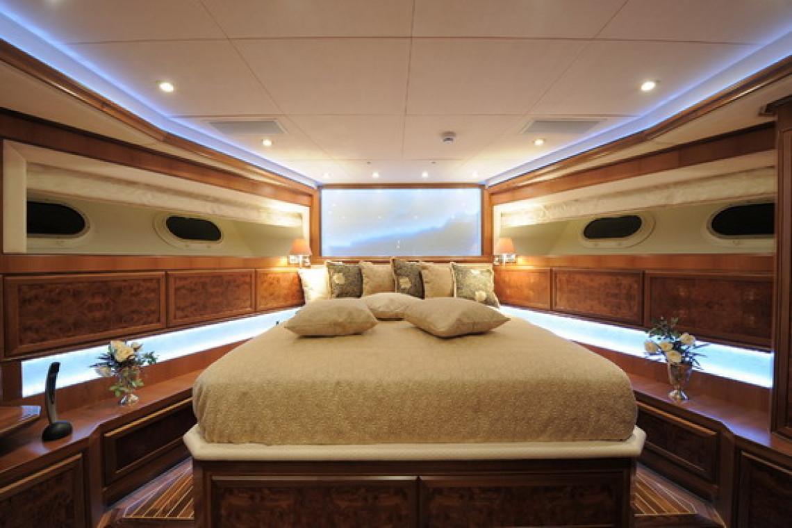 Спальня хозяев на яхте